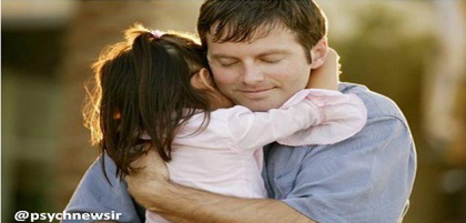برای افزایش هوش کودک او را در آغوش بکشید