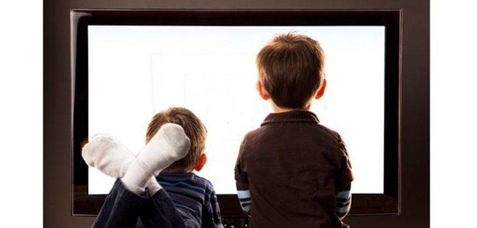 وقتی تلویزیون الگوی کودک می شود، مروری بر تاثیرات برنامه های تلویزیونی بر کودکان