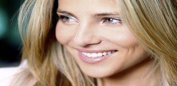 تفاوت لبخند واقعی و دروغین در چیست؟