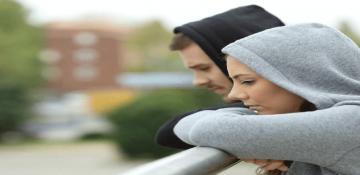 زنان بیشتر از مردان به افسردگی و آلزایمر مبتلا میشوند؟