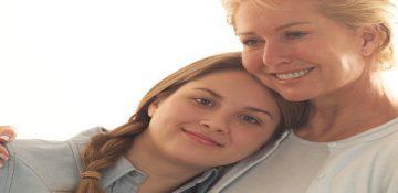 رابطه والدین با دختران نوجوان بر نقش مادری آنها چه تاثیری میگذارد؟