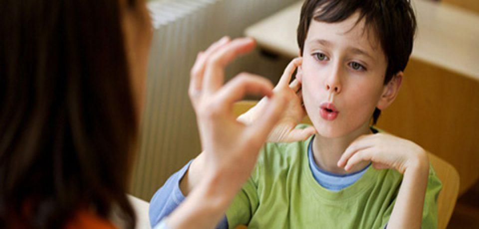 چهار علامت اولیهی لکنت زبان کودکان