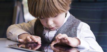 با کودکان موبایلبهدست چه کنیم؟