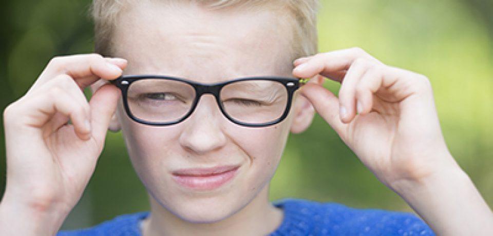 نشانه های اختلال تیک در کودکان