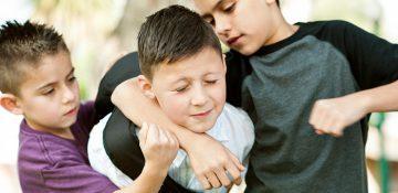 اگر کودک قربانی قلدری شد چه کنیم؟