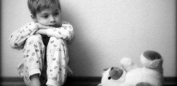 چگونه یک کودک را در مقابل سوگ توانمند کنیم؟