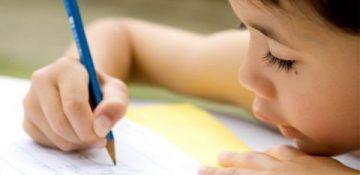 صفحه نمایش های لمسی به مهارت نوشتاری کودکان آسیب می زند