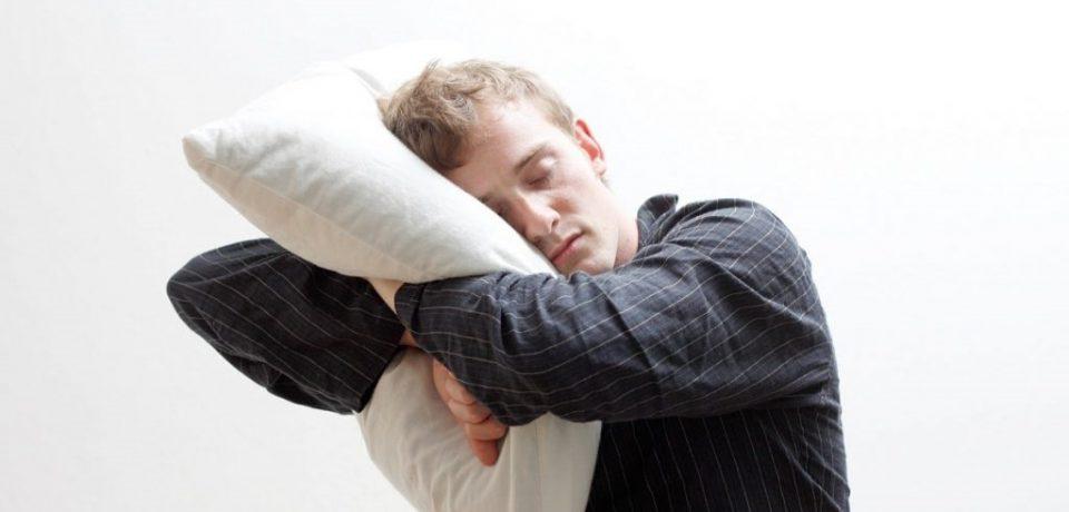علل و نشانههای راه رفتن و حرف زدن در خواب
