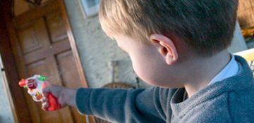 چگونه شاهد خشونت بودن به سلامت روان کودکان آسیب میزند؟