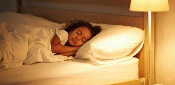 عوارض جدی نور لامپ و تلفنهای همراه بر سلامت کودکان