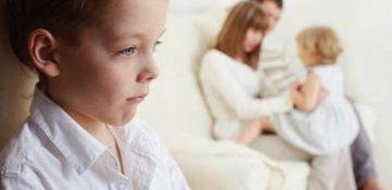 حسادت در کودکان و ۱۰ راه برای از بین بردن آن