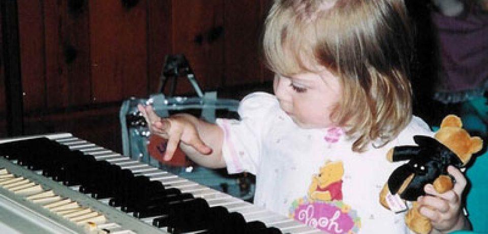 """کودکانی که """"پیانو"""" مینوازند زودتر زبان یاد میگیرند"""