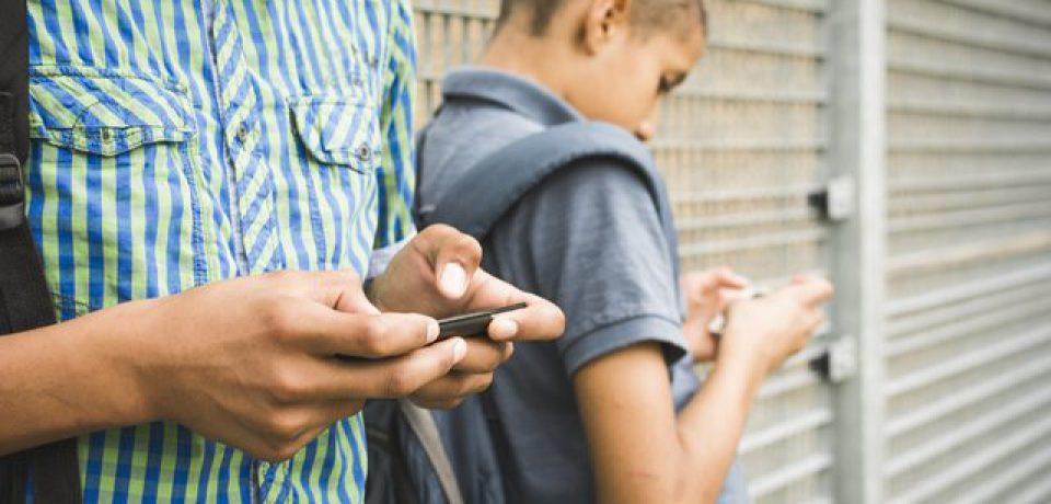گوشیهای هوشمند عامل بروز علائم ADHD در نوجوانان