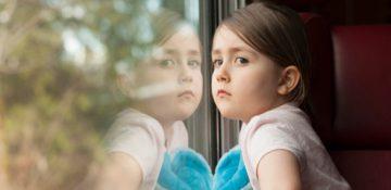 چرا بعضی از کودکان گوشه گیر هستند؟