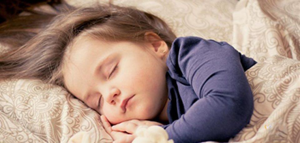 چرا کودکان باید خواب کافی داشته باشند؟