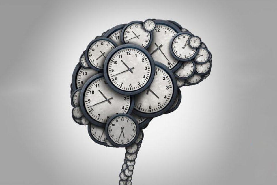 چرا با بالا رفتن سن، زمان سریعتر سپری میشود؟