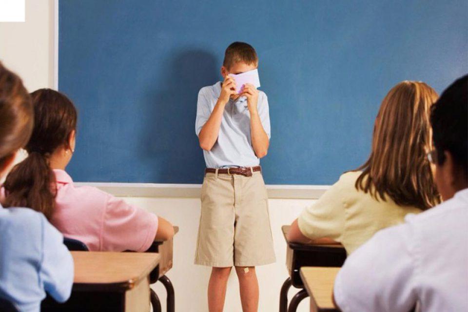 فوبیا اجتماعی چیست؟ آشنایی با نشانه ها و روش های درمان