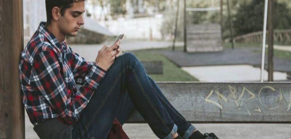 ارتباط استفاده زیاد از رسانههای اجتماعی با افسردگی در جوانان