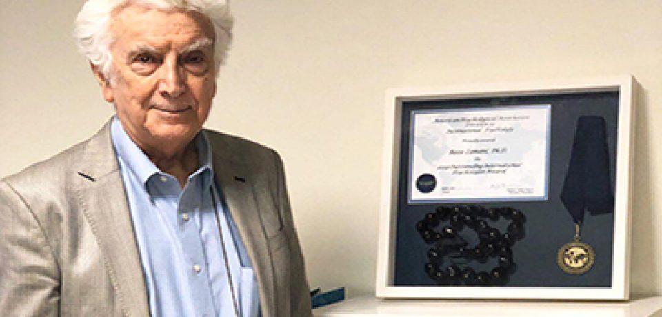 (بخش اول) دکتر رضا زمانی برندهی جایزهی بینالمللی روانشناس برجسته از سوی انجمن روانشناسی آمریکا: این روزها روانشناسی یکی از رشتههای مورد علاقهی دانشجویان ما است.