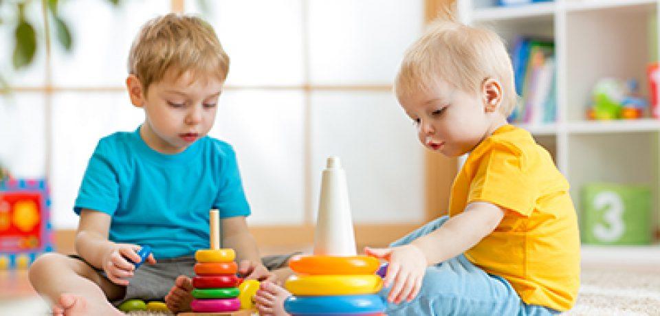 کودکان در هر سنی به یک نوع اسباببازی مناسب با سن خود نیاز دارند