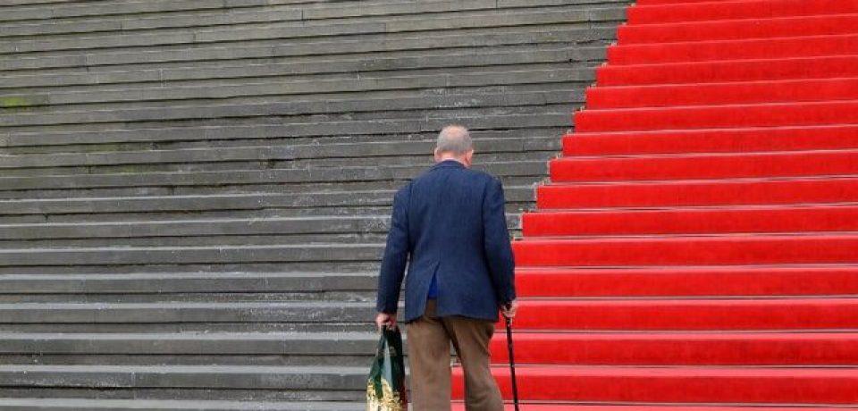 میتوان با بررسی الگوهای راه رفتن، زوال شناختی را پیشبینی کرد!