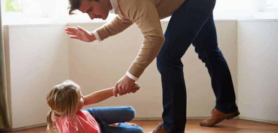 کتک زدن با تغییر دادن واکنشهای عصبی میتواند بر رشد مغز کودک تأثیر بگذارد.